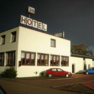 Hotel zur riede delmenhorst pensionhotel for Hotel delmenhorst